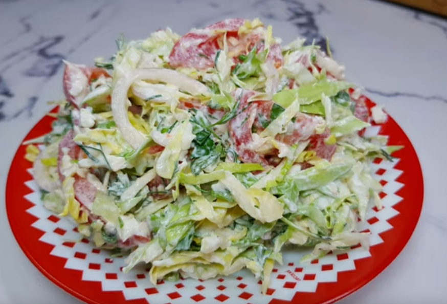 Вкусный салат из молодой капусты