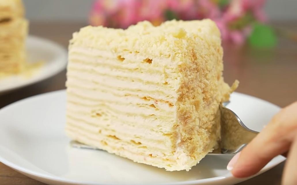 Слоеный торт с йогуртовым кремом