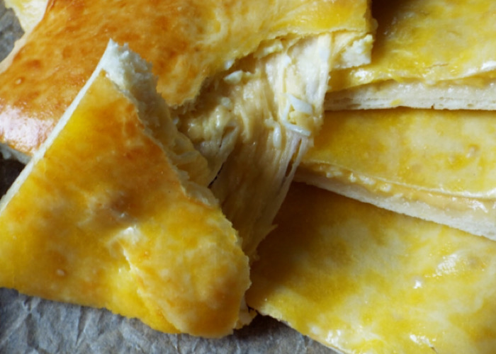 Бесподобный хачапури на сметане с сыром в духовке