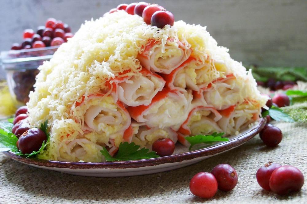 """Праздничный салат """"Монастырская изба"""""""