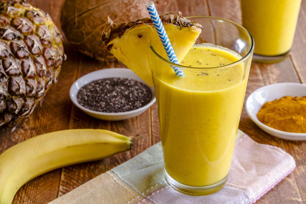 Витаминный смузи из ананаса с орехами