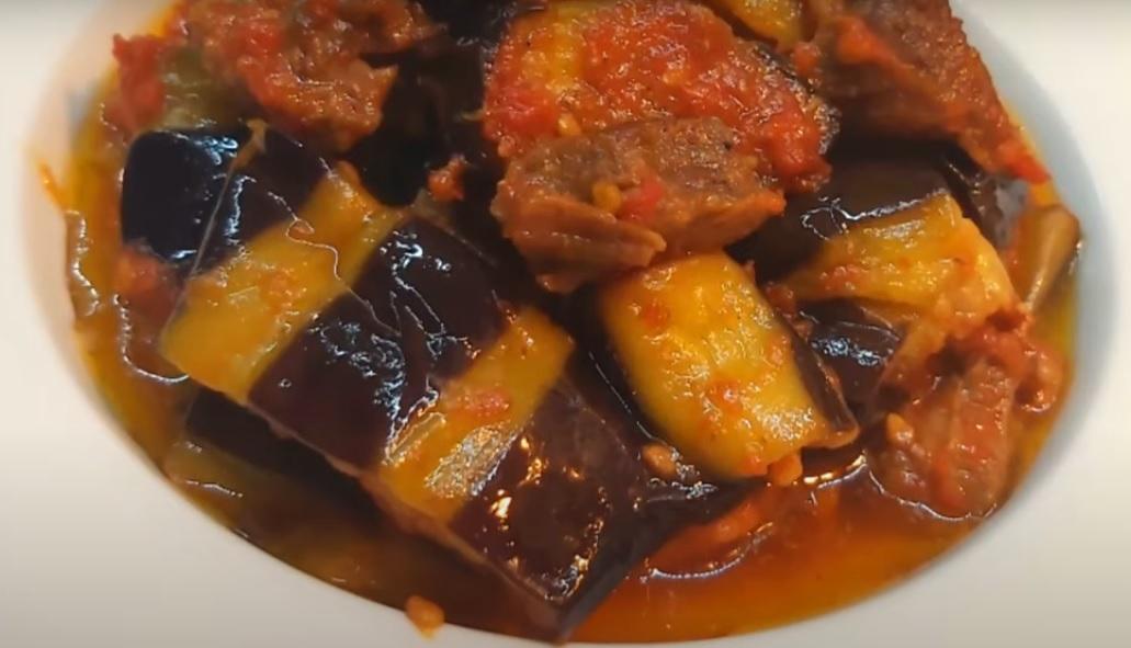 Баклажаны тушеные с мясом