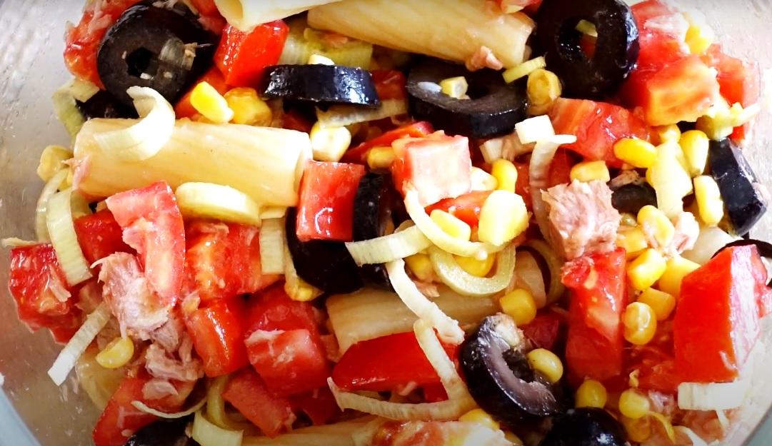 Холодный салат с макаронами
