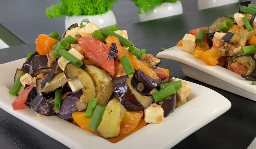 Летний салат с баклажанами