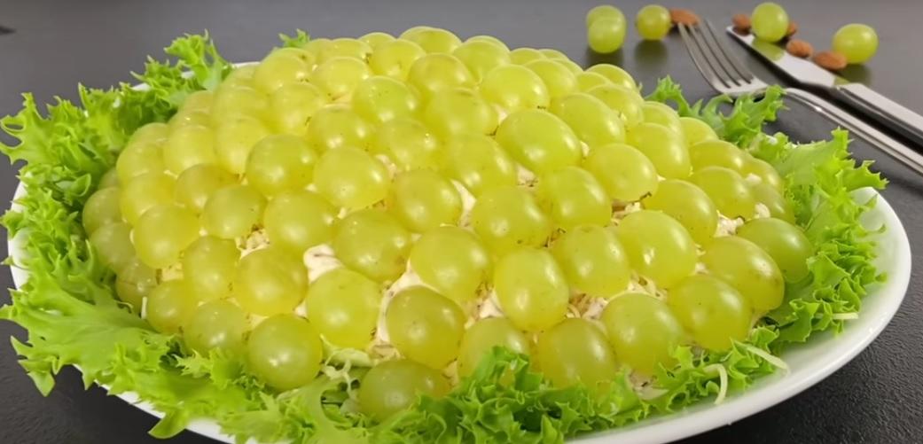 """Изумительный слоеный салат """"Изюминка"""""""
