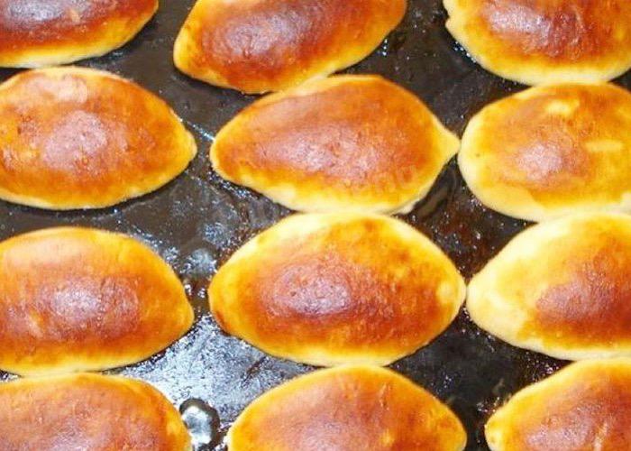 Отменные дрожжевые пирожки с яблоками в духовке