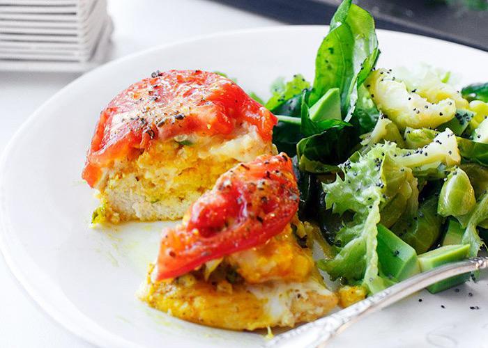 Аппетитные куриные кармашки с пшеном и помидорами
