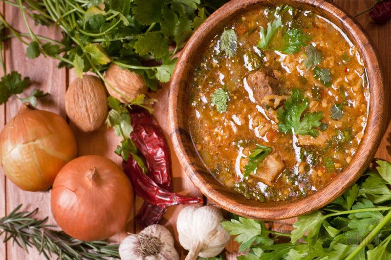 Харчо с перловкой: блюдо грузинской кухни