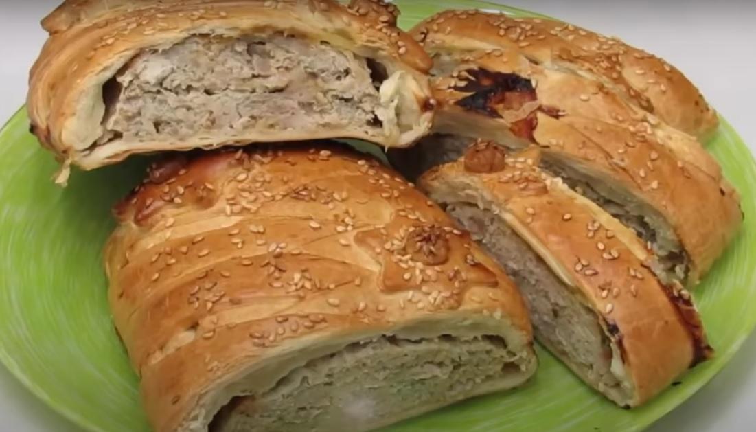Мясной пирог с яблоками