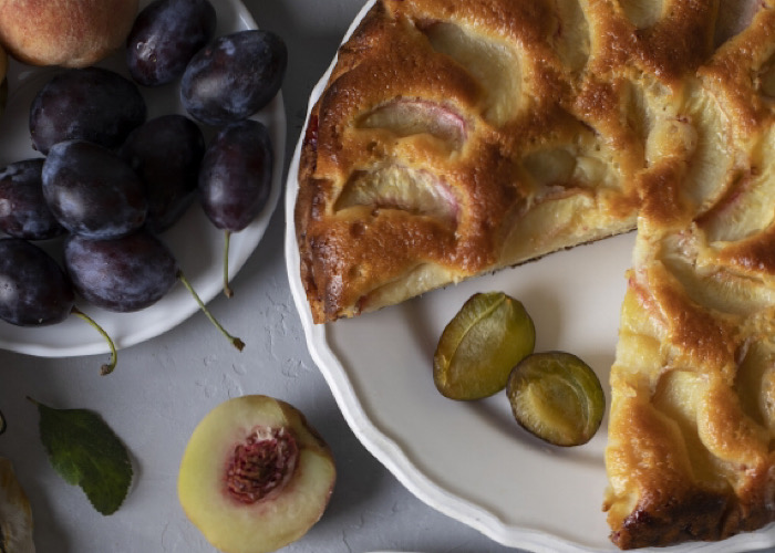 Вкуснейший пирог со сливами и персиками
